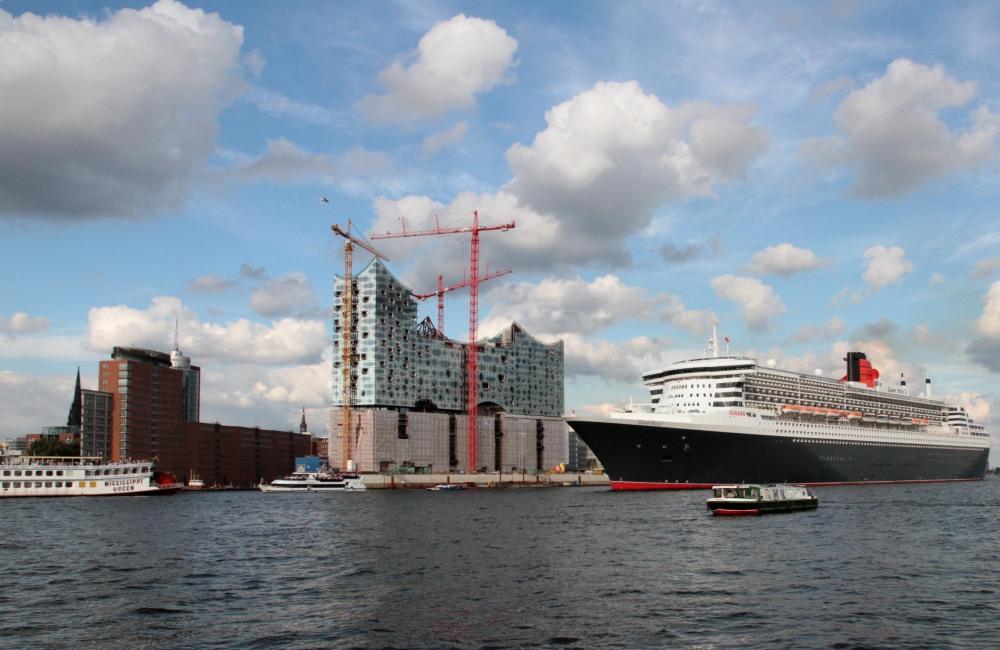 Letztes Auslaufen der QM 2 im Hamburger Hafen