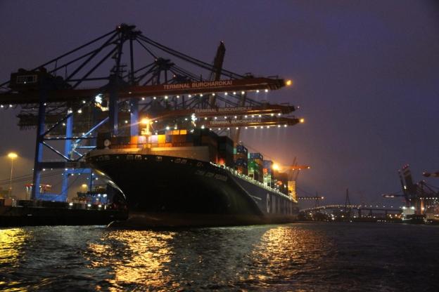 Nacht am Burchardkai im Köhlbrand, Hafen Hamburg