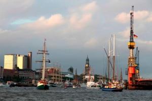 schiffe und boote auf dem hafengeburtstag hamburg 2012