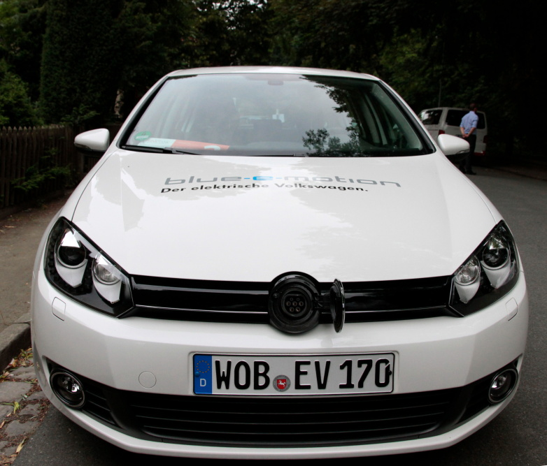 Agentur Abendfarben fuhr den E Golf auf dem Zukunftskongress 2b AHEAD Wolfsburg 2012 (1/3)