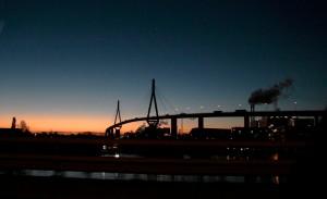 köhlbrandbrücke am morgen by abendfarben