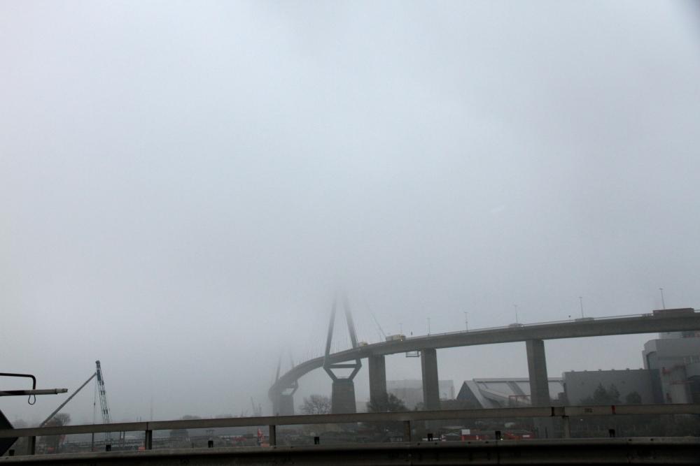 Hamburger Nebel - Die Köhlbrandbrücke