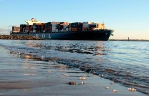 containerschiff mol auslaufen elbe hamburger hafen by abendfarben tom koehler